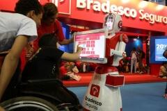 Robô Interativo da Bradesco Seguros na Bienal do Livro