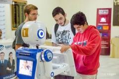 Robô Interativo do grupo Ibmec na XIII Semana das Carreiras pH
